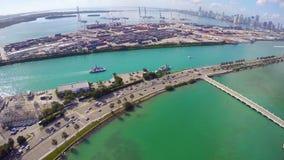 Puerto de Miami y de isla de la estrella metrajes