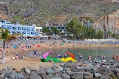 PUERTO DE MOGAN,大加那利岛,西班牙- 2017年3月10日:海滩Puerto de Mogan在大加那利岛西班牙 库存照片