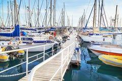 """Puerto de Mogan, †de España """"17 de enero de 2016: Vista del puerto deportivo en el centro turístico Puerto de Mogan Gran Canari Imagenes de archivo"""