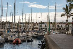 Puerto de Mogan, θλγραν θλθαναρηα στην Ισπανία - 16 Δεκεμβρίου 2017: Sailboats Puerto de Mogan Στοκ εικόνες με δικαίωμα ελεύθερης χρήσης
