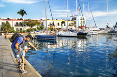 "Puerto de Mogan, Spanien-†""am 17. Januar 2016: Leute sind am berühmten Erholungsort Puerto de Mogan Gran Canaria, Kanarische In Stockbilder"