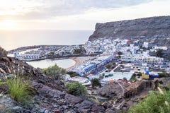 """Puerto de Mogan, Spanien-†""""am 17. Januar 2016: Vogelperspektive von berühmtem, von Luxus-Resort und von Jachthafen Puerto de Mo Lizenzfreies Stockbild"""