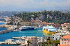 Puerto de Niza con los yates de lujo. Foto de archivo