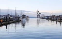 Puerto de Olympia - marzo, 27 2013 Parque del aterrizaje de la costa de Percival, Olympia, WA Imagenes de archivo