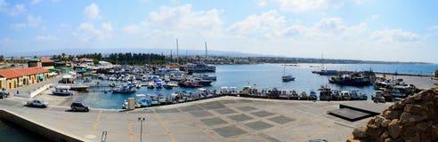 Puerto de Paphos con las naves y los barcos Fotos de archivo