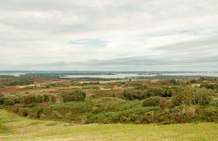 Puerto de Poole y el campo de Dorset en un día del ` s del verano en el campo inglés Fotografía de archivo