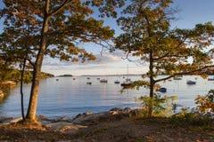 Puerto de Rockport en Maine durante la caída Imagenes de archivo