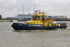 Puerto de Rotterdam Tug Boat en el río Mosa Foto de archivo libre de regalías