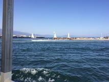 Puerto de Santa Barbara con el muelle de los stearns en la distancia imagenes de archivo