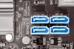 Puerto de SATA-II en mesa en la placa madre de la PC imagen de archivo libre de regalías