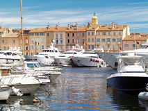 Puerto de St.Tropez, Francia del yate Imagenes de archivo