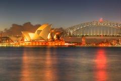 Puerto de Sydney con el teatro de la ópera y el puente Fotografía de archivo