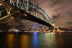Puerto de Sydney en la noche Fotografía de archivo libre de regalías
