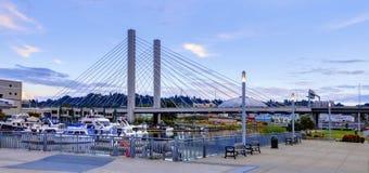 Puerto de Tacoma y museo cercanos céntricos del vidrio Imagenes de archivo