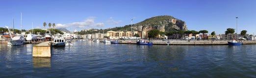 Puerto de Terracina, Italia Foto de archivo libre de regalías