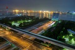 Puerto de Tokio en la noche fotos de archivo