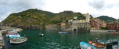 Puerto de Vernazza, Cinque Terre, Italien lizenzfreies stockbild