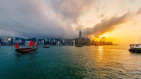 Puerto de Victoria de Hong Kong en la puesta del sol Fotografía de archivo