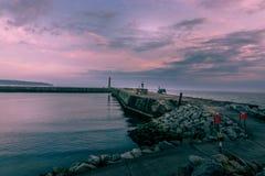 Puerto de Whitby - salida del sol Fotos de archivo libres de regalías