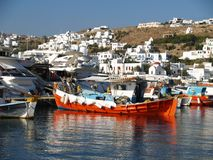Puerto del barco en la isla de Mykonos Foto de archivo libre de regalías