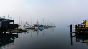 Puerto del canotaje y aguas vidriosas-aún Imagen de archivo libre de regalías
