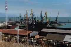Puerto del cargo en Taganrog, Rusia Foto de archivo