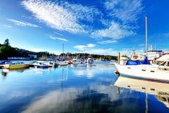 Puerto del carruaje, WA - 25 de septiembre de 2011: Área céntrica del puerto deportivo de la pequeña ciudad Foto de archivo