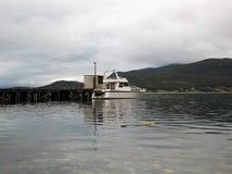 Puerto 2 del fiordo de Burfjord Noruega fotografía de archivo