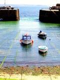 Puerto del Mousehole de la entrada, Cornualles. Fotografía de archivo libre de regalías