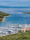 Puerto del puerto deportivo en Cres Imagen de archivo