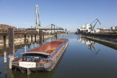 Puerto del río Rhine en Colonia, Alemania Imagen de archivo libre de regalías