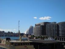 Puerto del teatro de la ópera y de Sydney Foto de archivo libre de regalías