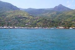 Puerto del velero en Ilhabela - el Brasil Fotografía de archivo libre de regalías