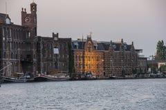 Puerto del wormer y de los edificios Holanda holandesa Imagen de archivo libre de regalías