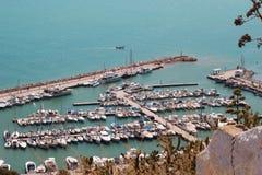 Puerto del yate en el mar Mediterráneo en Túnez foto de archivo