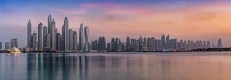 Puerto deportivo de Τhe Dubai durante puesta del sol Imagenes de archivo