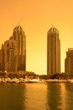 Puerto deportivo de Dubai durante puesta del sol Imagen de archivo libre de regalías