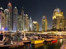 Puerto deportivo de Dubai en la noche Foto de archivo