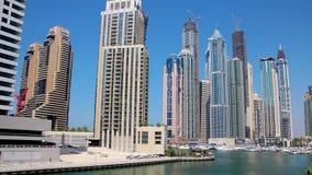 Puerto deportivo de Dubai, United Arab Emirates almacen de metraje de vídeo