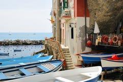 Puerto deportivo de la aldea de Riomaggiore Imagenes de archivo
