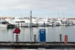 Puerto deportivo de la estación del surtidor de gasolina Fotos de archivo libres de regalías