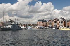 Puerto deportivo de la línea de costa de Ipswich en día asoleado Fotos de archivo libres de regalías