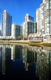 Puerto deportivo de la vecindad de Vancouver Yaletown en británico de la entrada de False Creek Imagen de archivo