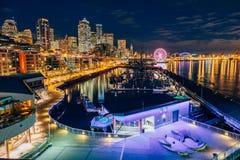 Puerto deportivo de Seattle por noche Imágenes de archivo libres de regalías