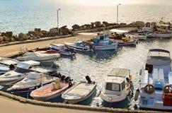 Puerto deportivo de Tsilivi en Zakynthos en el sol abajo Imagen de archivo