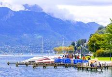Puerto deportivo del barco en el centro turístico de Annecy Fotografía de archivo libre de regalías