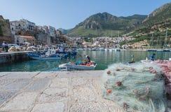 Puerto deportivo del extremo del puerto pesquero Fotos de archivo libres de regalías