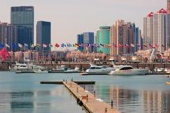 Puerto deportivo del yate de la ciudad de China Qingdao imagen de archivo libre de regalías