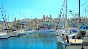 Puerto deportivo del yate de Vittoriosa, Birgu, Malta almacen de metraje de vídeo