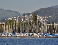 Puerto deportivo en el lago Alfalfa, Suiza Foto de archivo libre de regalías